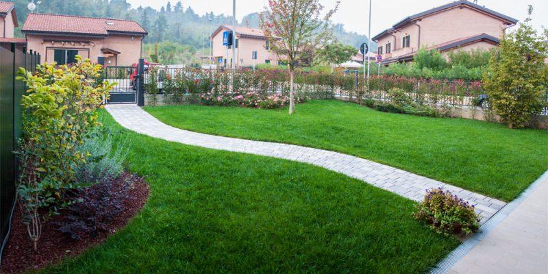 vialetta-in-giardino-privato-ben-curato