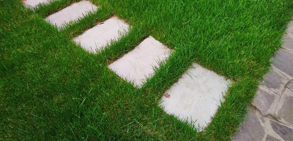 camminamento-lastre-giardino