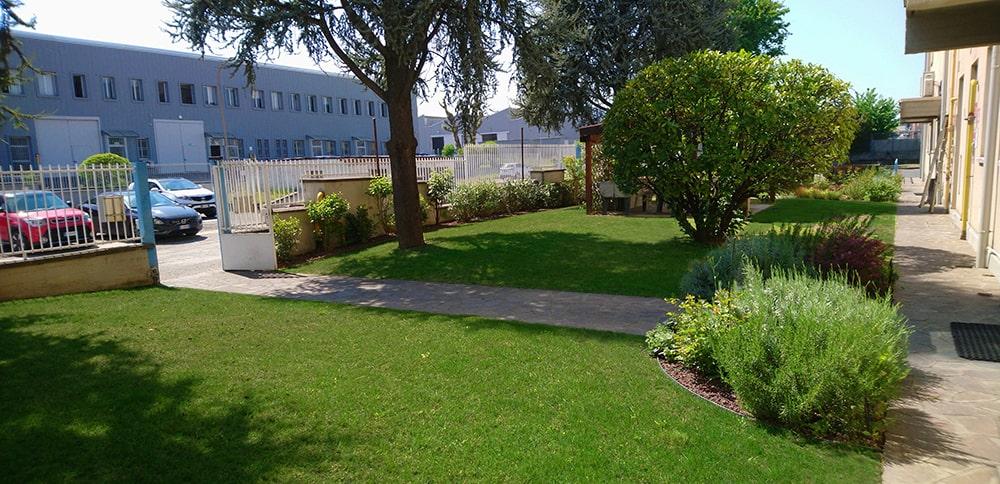 giardino-aziendale-sistemato2-min